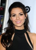 Victoria-justice-attends-the-naomi-and-ely-s-no-kiss-list-premiere-in-los-angeles-1